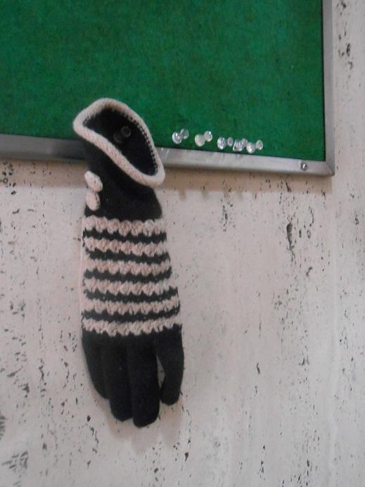 片方の手袋.jpg